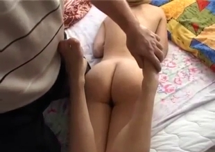 Filthy dad stimulates his daughter in the morning